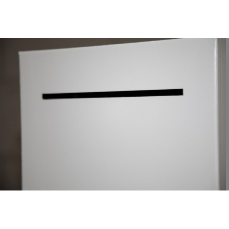 le couvercle de la boîte aux lettres dans le socle en carton